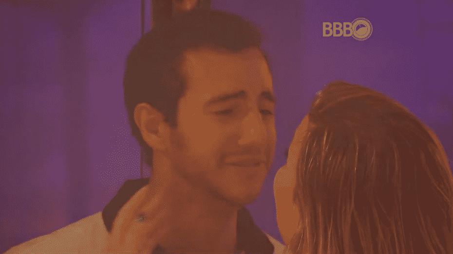 """17.mar.2016 - Matheus se desespera imaginando que será eliminado do """"BBB16"""": """"Ronan tá juntando torcida com Munik, tá juntando torcida com Geralda. Ele tá tirando todo mundo"""" - Reprodução/TV Globo"""