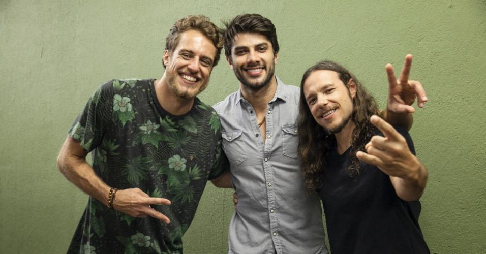 5.abr.2016 - Daniel posa para foto com Renan e Tamiel