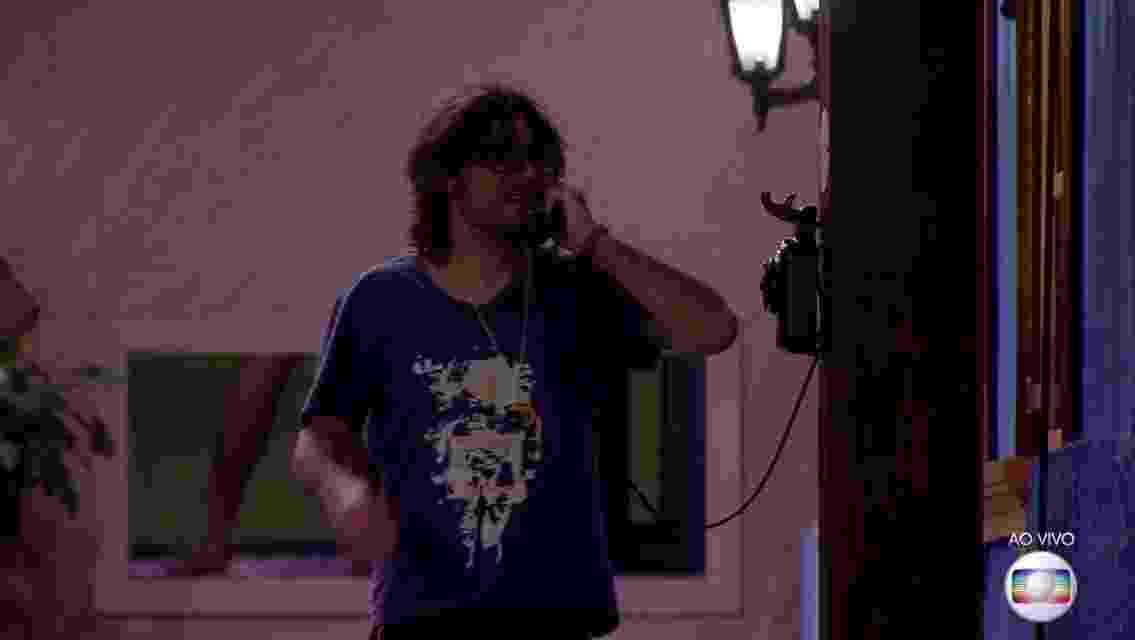 Ilmar atende ao Big Fone - Reprodução/TV Globo