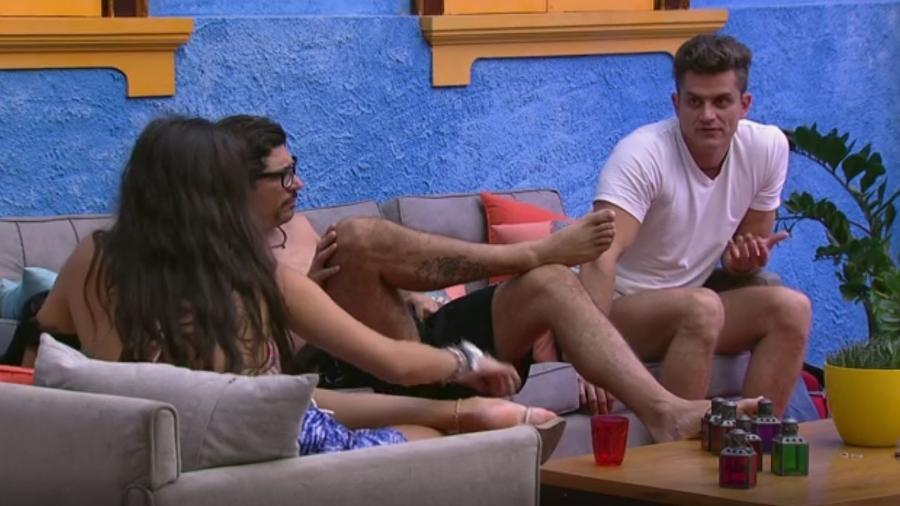 Emilly, Ilmar e Marcos conversam sobre jogo - ReproduçãoqTV Globo