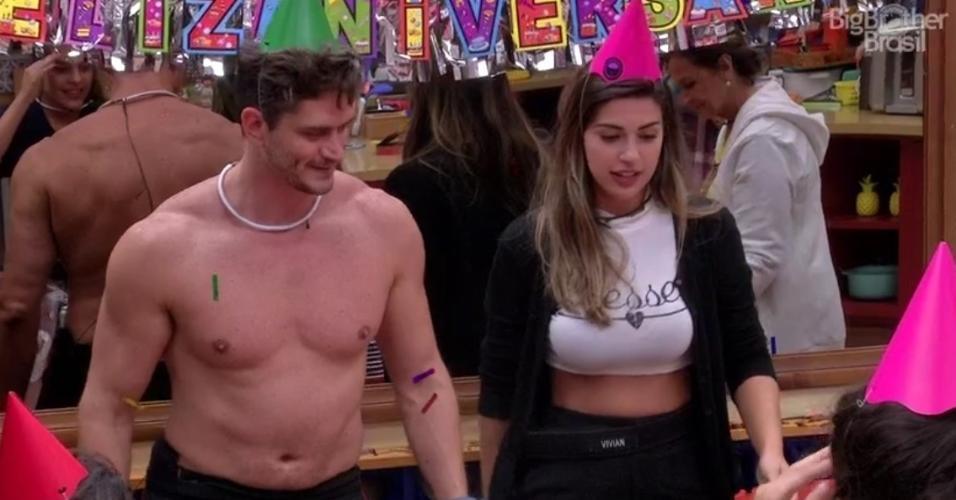 """Vivian e Marcos comemoram aniversário no """"BBB17"""""""