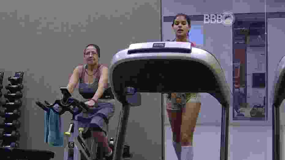 21.mar.2016 - Munik e dona Geralda aproveitaram o início da noite desta segunda-feira (21) para praticar exercícios na academia - Reprodução/TV Globo
