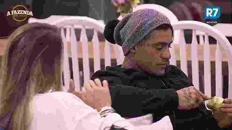 Yuri levou Monick Camargo para um jantar romântico na sede da casa nesta quinta (4) - Reprodução/Record