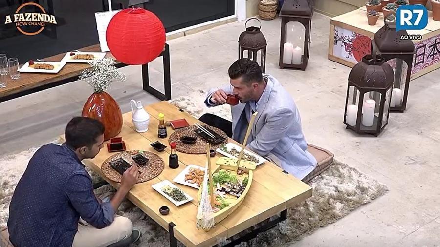 Marcos e Matheus durante jantar japonês - Reprodução/R7