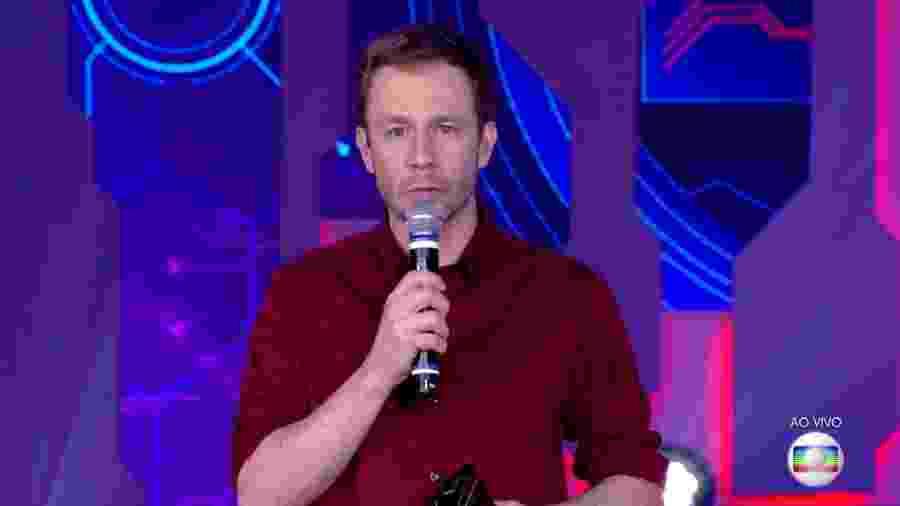 """Tiago Leifert se prepara para anunciar resultado do segundo paredão do """"BBB18"""" - Reprodução/TvGlobo"""