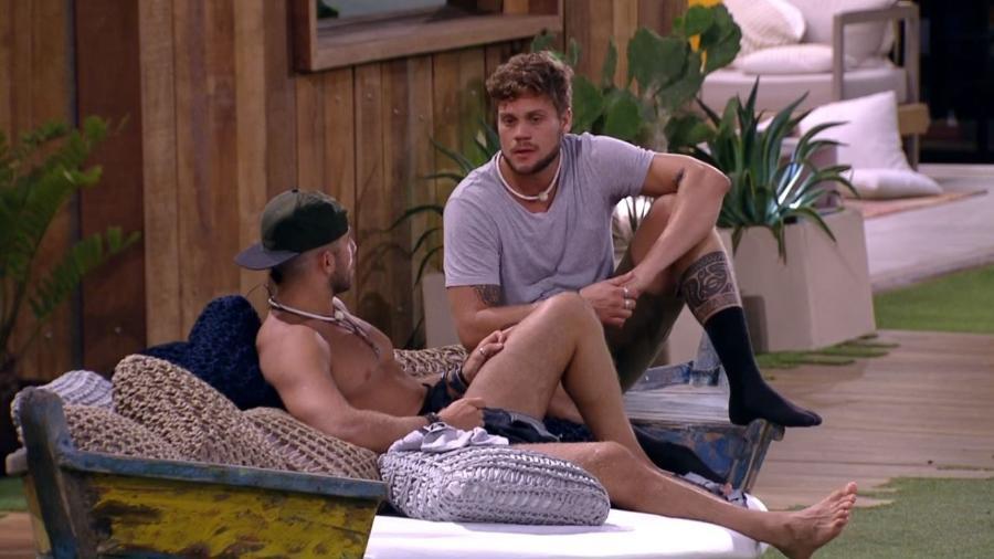 Breno e Kaysar conversam após eliminação - Reprodução/Gshow