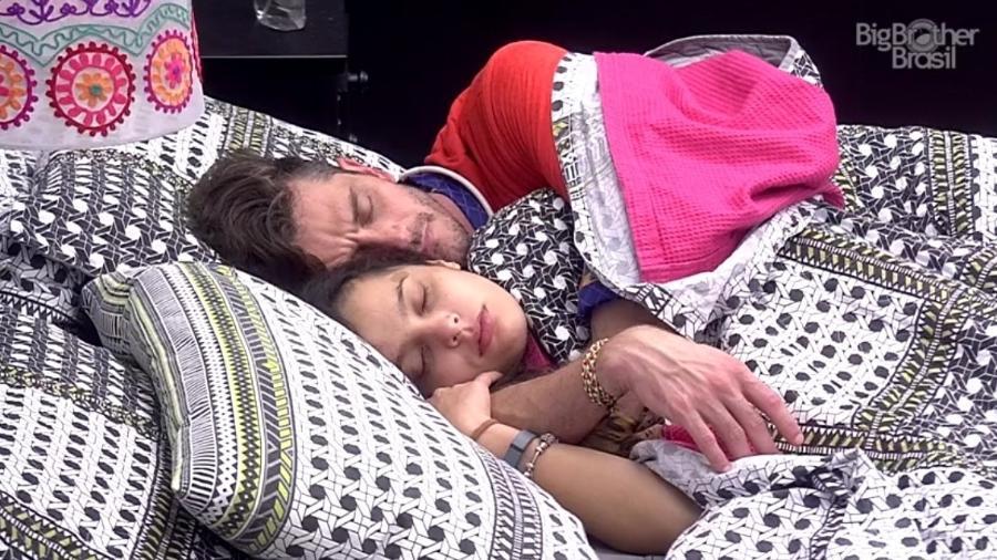 Emilly e Marcos vivem dando sinais de que o relacionamento não tem futuro - Reprodução/ TV Globo