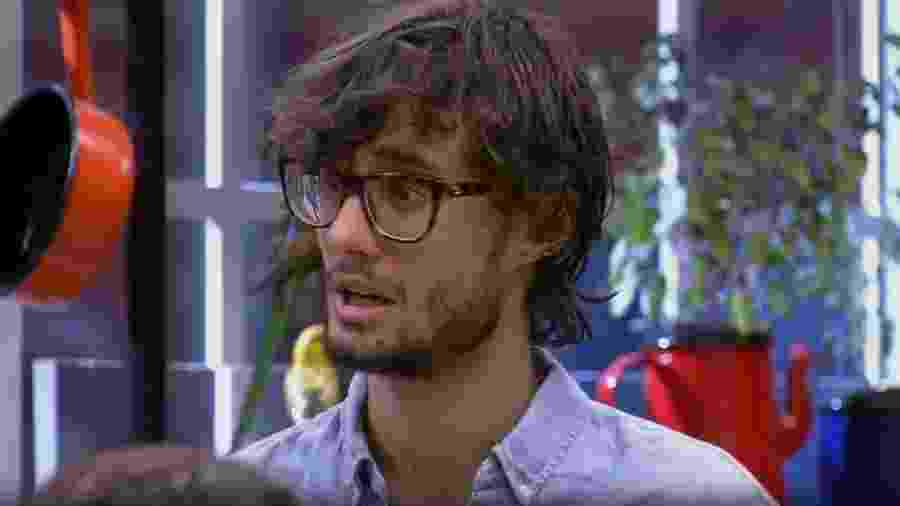 Pedro diz que Emilly parece ter 16 anos - Reprodução/TV Globo
