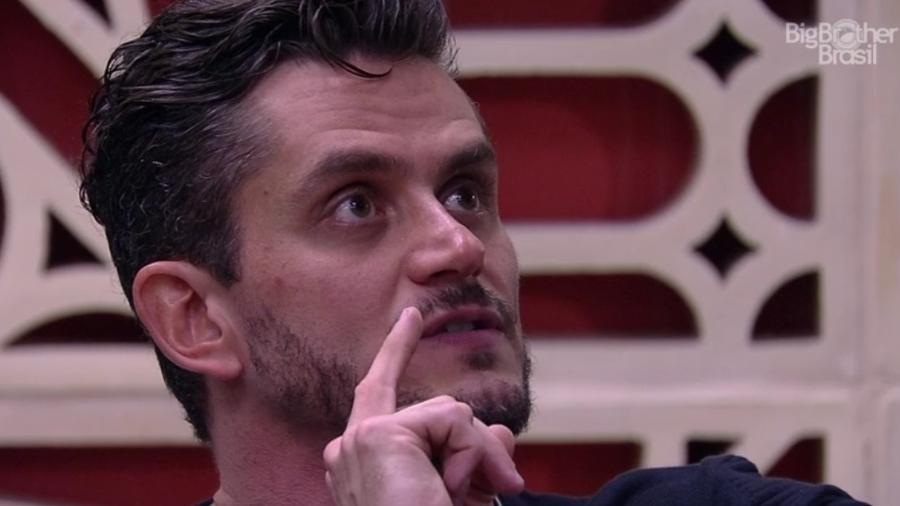 Marcos diz para Emilly que não quer alguém ciumenta ao lado dele - Reprodução/TVGlobo