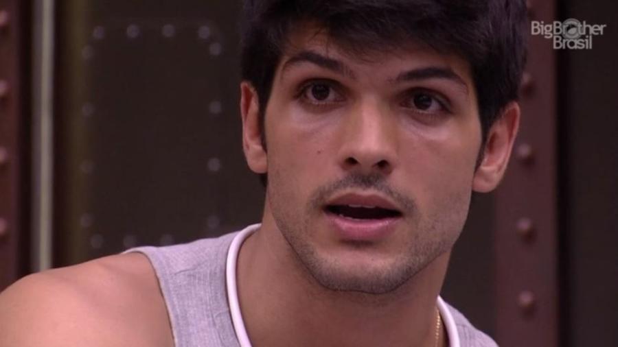 Lucas conversa antes de dormir - Reprodução/GloboPlay
