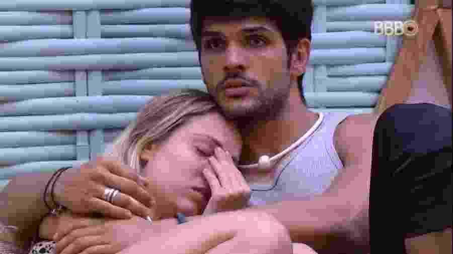 Lucas consola Jéssica após discussão entre brothers  - Reprodução/GlobosatPlay