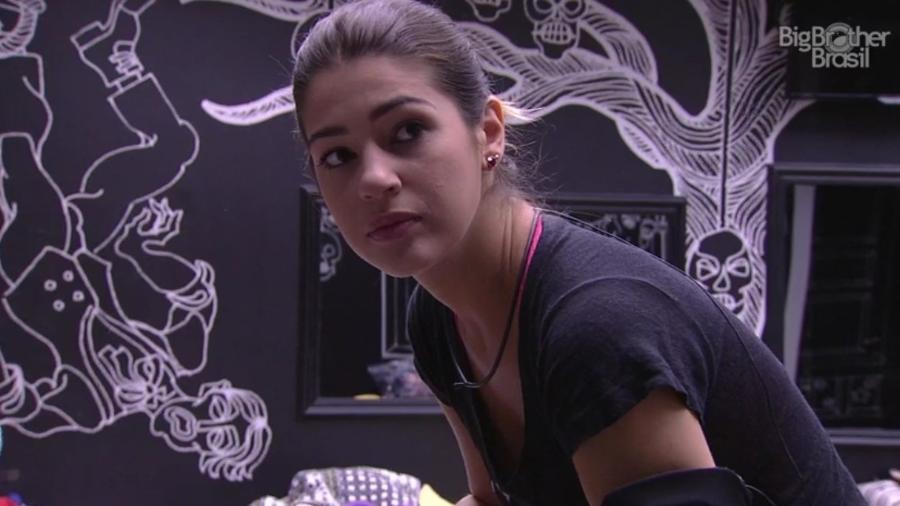 Vivian se queixa de noite mal dormida  - Reprodução/ TV Globo