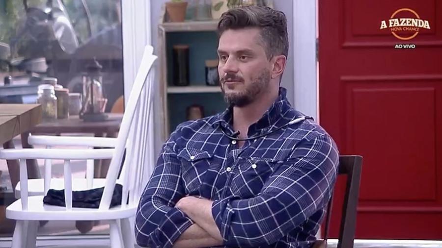 """Marcos comenta sobre seu relacionamento com Emilly no """"BBB17"""" - Reprodução/R7"""