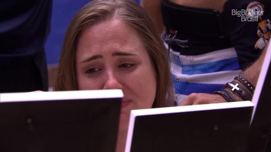 Patrícia chora no quarto do líder - Reprodução/GlobosatPlay