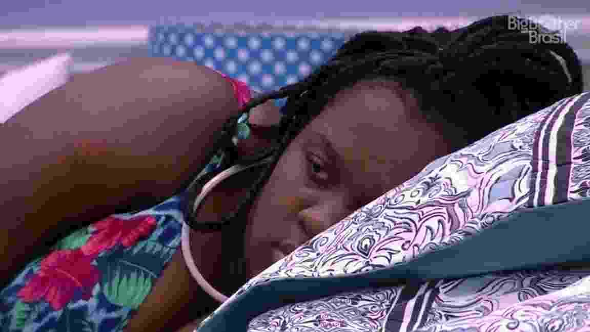 Roberta se queixa de Ilmar ter dormido em sua cama - Reprodução/TVGlobo