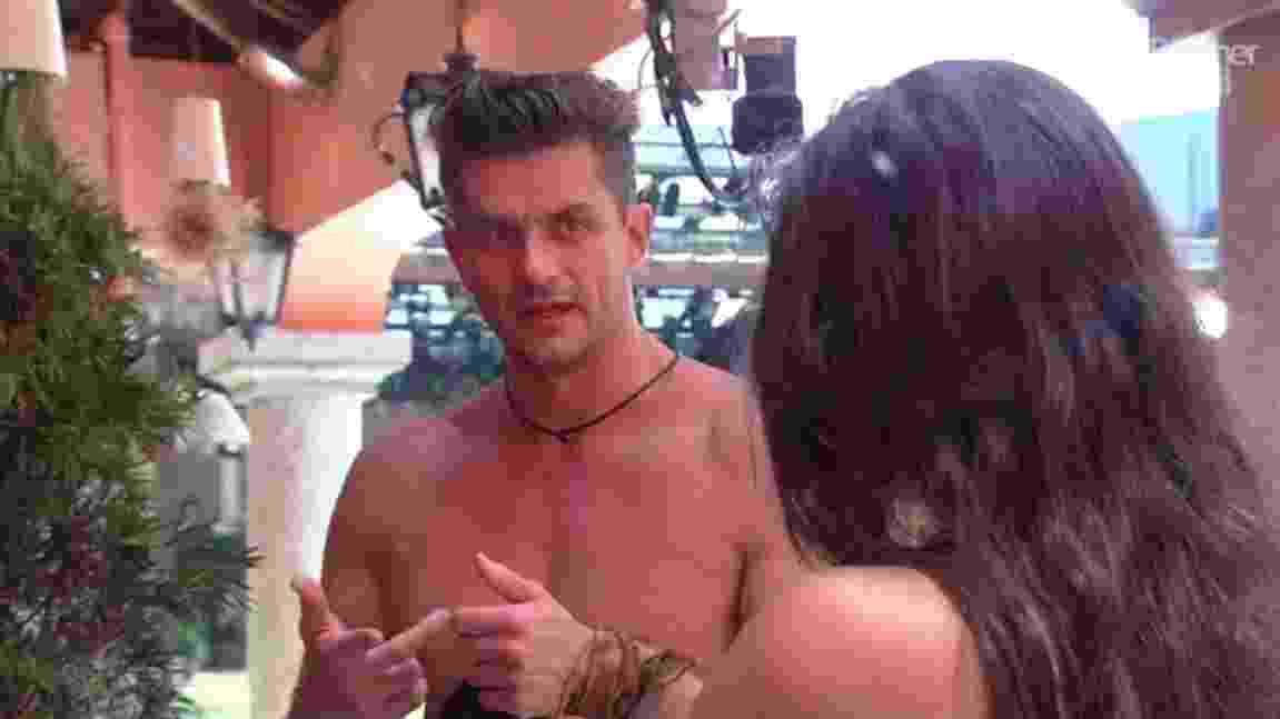 """Marcos e Emilly discutem na lavanderia do """"BBB17"""" - Reprodução/ TV Globo"""