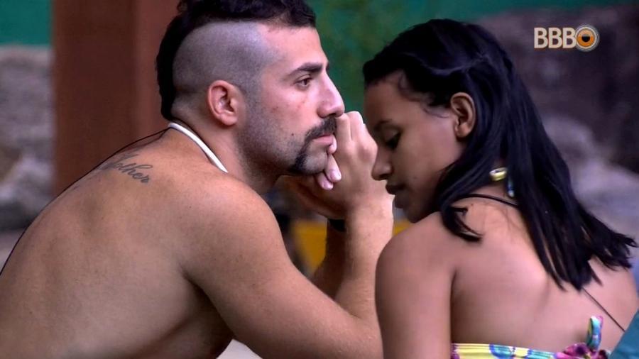 Kaysar e Gleici conversam sobre votação da semana  - Reprodução/GlobosatPlay