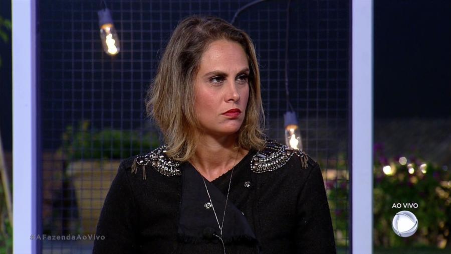 Aritana escuta os votos da quinta formação de roça  - Reprodução/R7