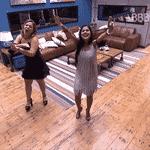5.abr.2016 - Cacau e Munik dançam durante apresentação de Wesley Safadão - Reprodução/TV Globo