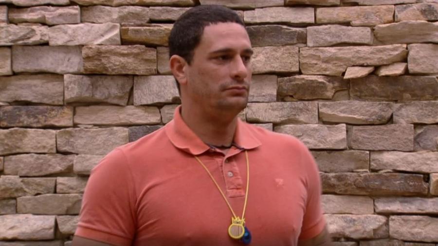 Daniel surta com Elis - Reprodução/TV Globo