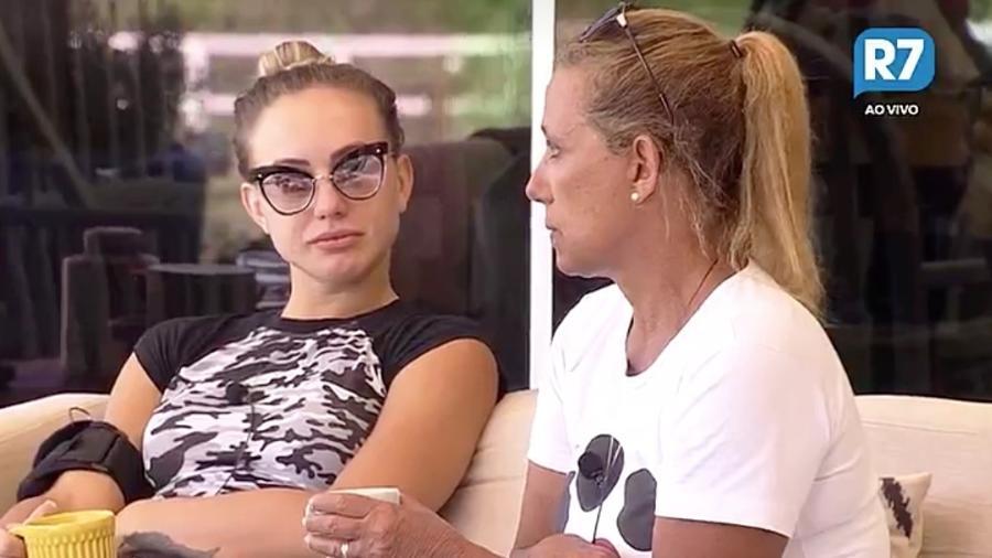 """Rita Cadillac aconselha Monick Camargo sobre o jogo em """"A Fazenda 9"""" - Reprodução/R7"""