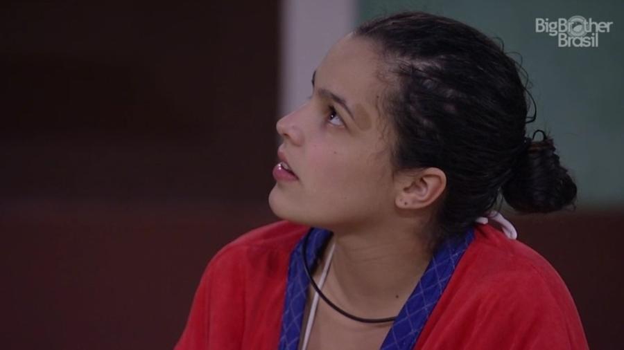 Emilly pergunta o que aconteceu no confessionário e Marcos disfarça - Reprodução/TV Globo