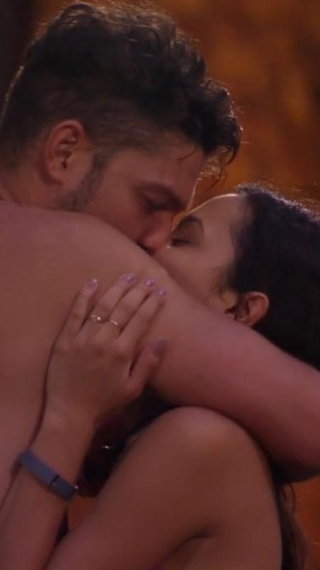 """Luiz Felipe e Mayla se beijam na primeira festa do """"BBB17"""" - Reprodução/TV Globo"""