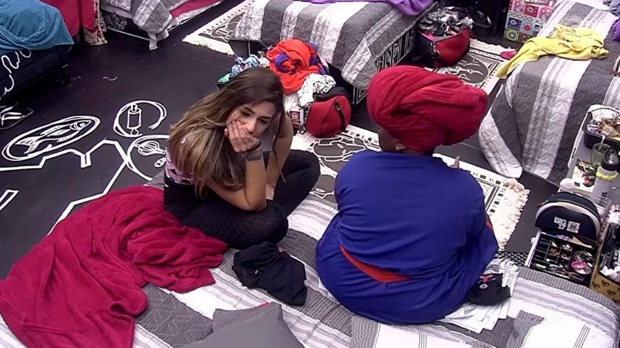 """Roberta e Vivian falam sobre Emilly no quarto preto do """"BBB17"""" - Reprodução/TV Globo"""