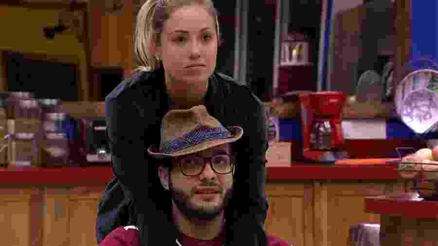 Jéssica tenta acalmar Mahmoud em dia de paredão - Reprodução/GloboPlay