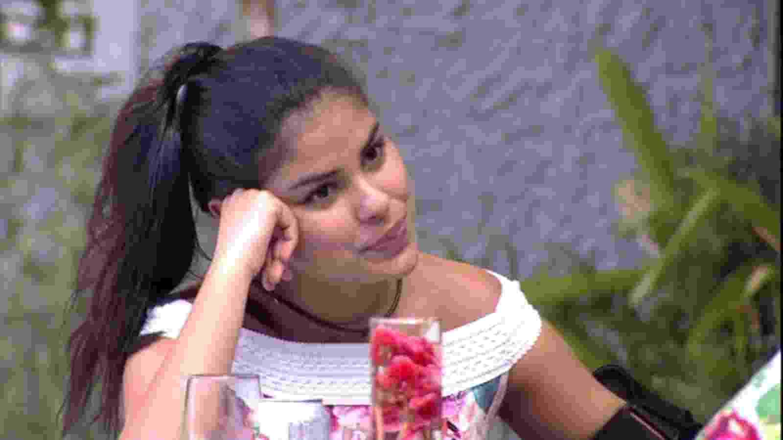 5.abr.2016 - Munik acredita que não pode posar nua por ter apenas 19 anos - Reprodução/TV Globo