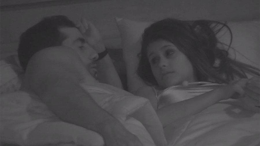 Kaysar conversa com Ana Paula antes de dormir - Reprodução/GloboPlay