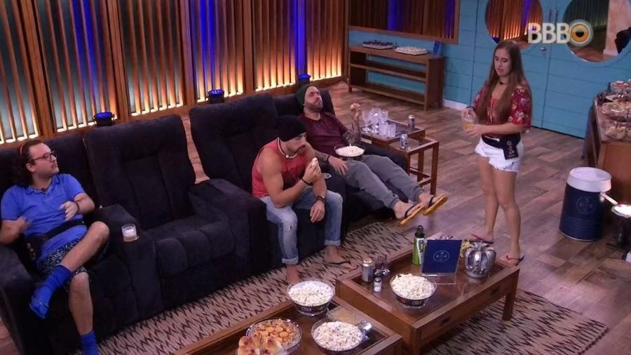 Patrícia convidou Caruso, Diego e Kaysar para o cinema do líder - Reprodução/Globoplay