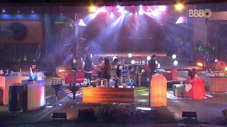 """Chuva forte atrapalha festa """"Rockabilly"""" - Reprodução/GlobosatPlay"""