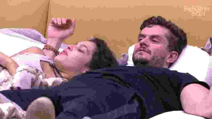 """Marcos observa Marinalva e diz: """"O fardo de perder um membro é muito pesado"""" - Reprodução/ TV Globo"""