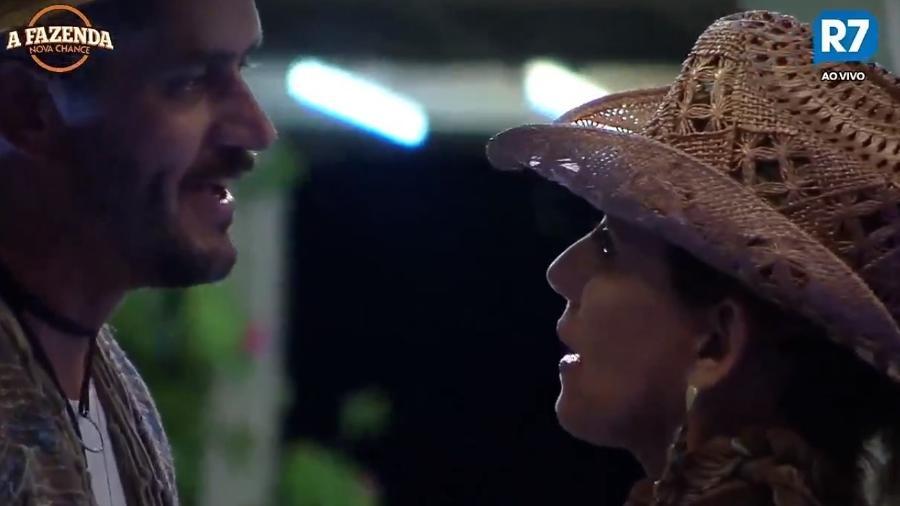 Marcos conversa com Rita durante festa Pantanal - Reprodução/R7