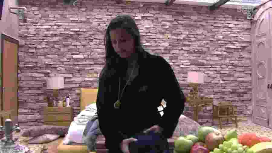 Emilly diz não saber quem Marcos realmente é - Reprodução/TV Globo