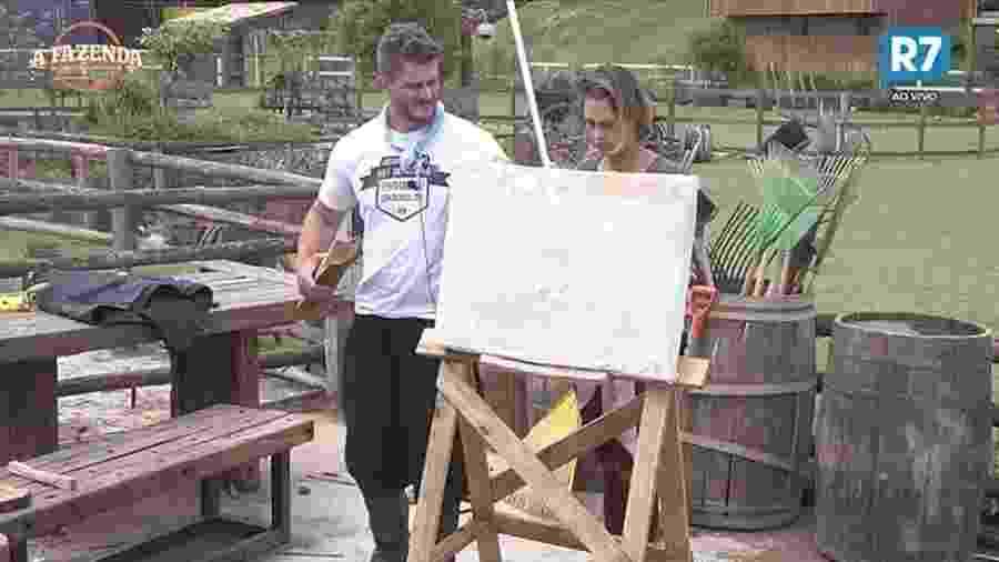 Marcos Harter usa sua criatividade para construir uma tela de pintura  - Reprodução/R7