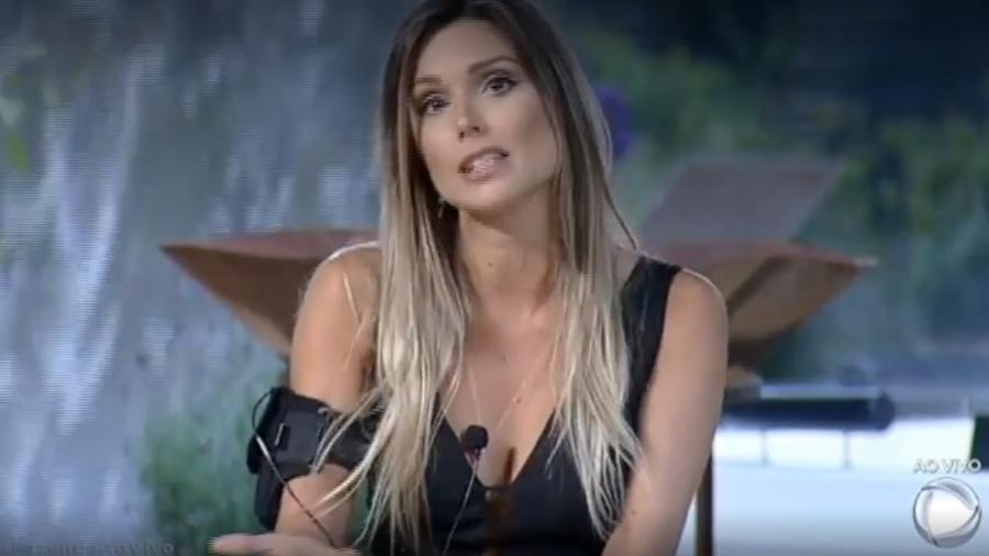 Flávia Viana está na roça da semana - Reprodução/R7