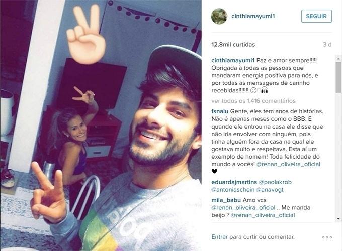 25.mar.2016 - Renan posa com a namorada, Cinthia Mayumi, após reatar o relacionamento. A posto foi postada pela loira, que agradeceu o apoio dos fãs.