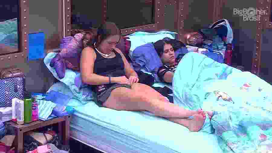 Patrícia e Ana Paula conversam no quarto submarino  - Reprodução/GloboPlay