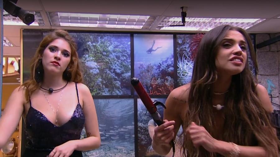Ana Clara e Paula conversam no banheiro  - Reprodução/Gshow