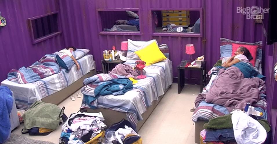 29.mar.2016 - Sisters reclamam de bagunça na cama de Maria Claudia: