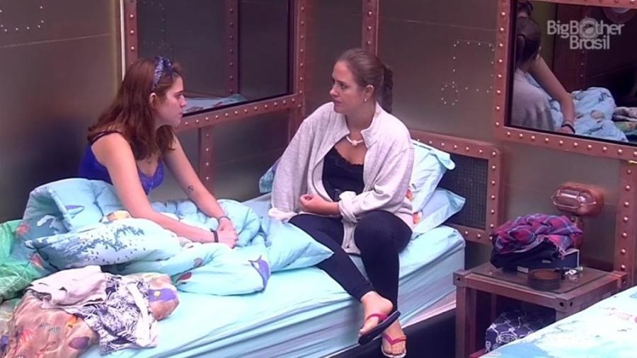 Ana Clara e Patrícia conversam no quarto submarino - Reprodução/GloboPlay
