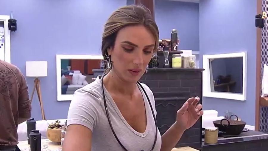 Nicole diz que é a primeira vez na vida que ela está em sintonia no amor - Reprodução/Record