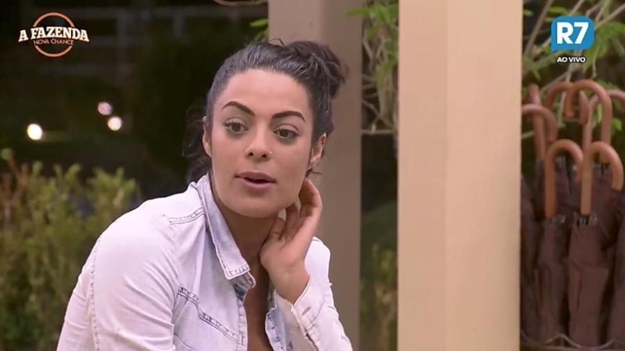 """Monique Amin na sede de """"A Fazenda"""" - Reprodução/R7"""