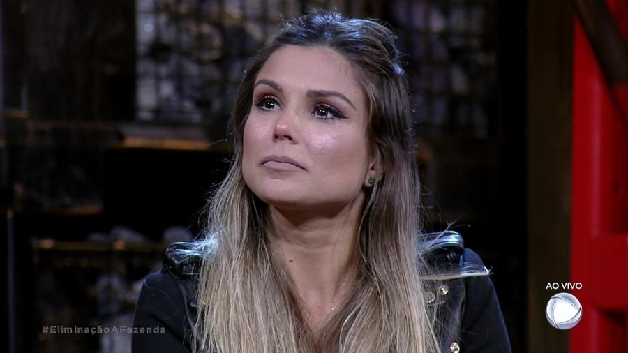 """Flávia Viana se prepara para ouvir resultado da nona roça de """"A Fazenda 9"""" - Reprodução/Record"""