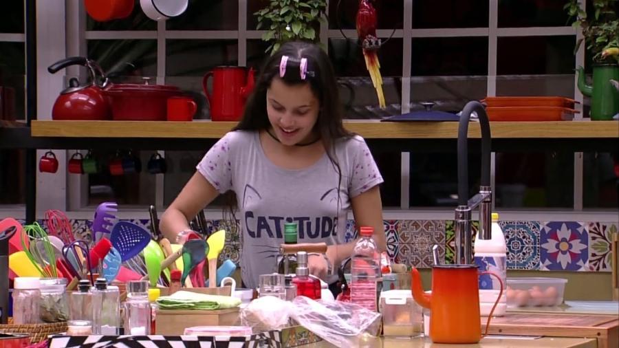 """Emilly cozinha no """"BBB17"""" - Reprodução/Gshow"""