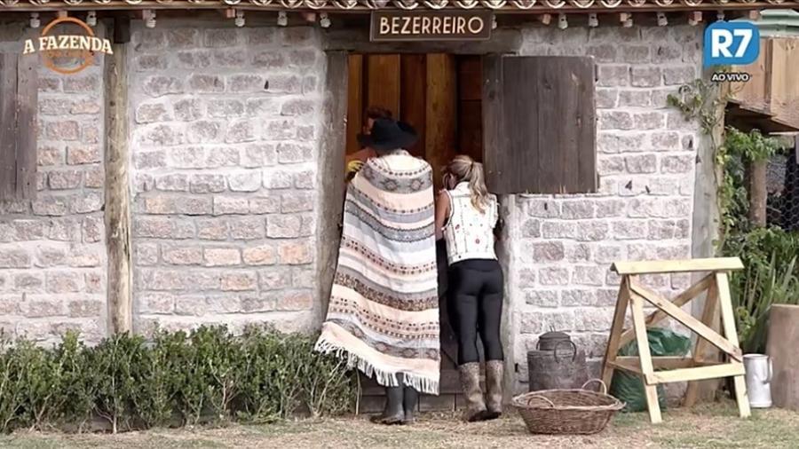 Marcelo Ié Ié e Ana Paula Minerato observam os peões em atividade  - Reprodução/R7