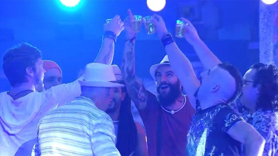"Brothers brindam na festa ""Roda de Samba"" - Reprodução/GloboPlay"
