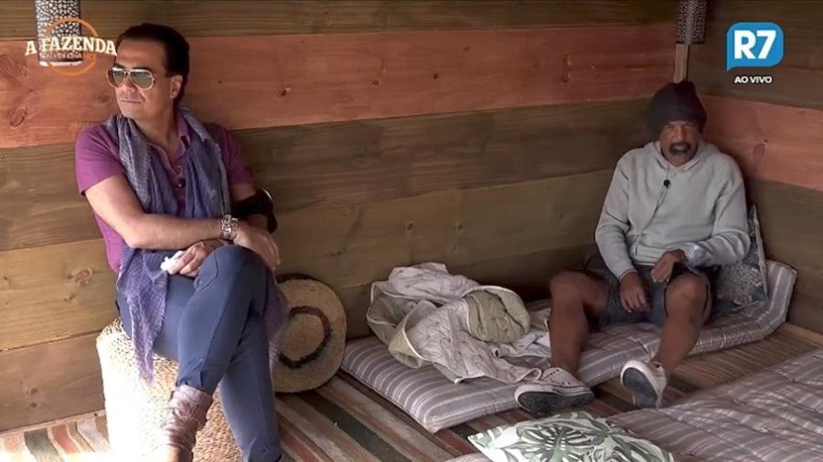 Fábio Arruda conversa com Dinei na casa da árvore  - Reprodução/R7